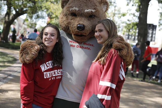 The WashU Bear greeted students early Sunday morning. (Jerry Naunheim/Washington University)